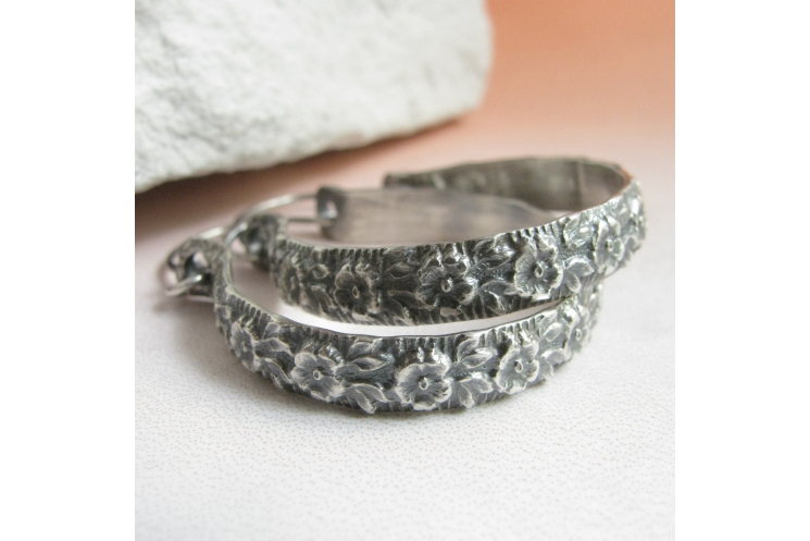"1.5"" sterling silver floral hoop earrings image 2"
