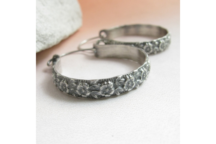 "1.5"" sterling silver floral hoop earrings image 3"